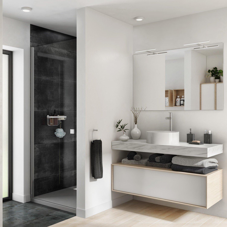 Une salle de bains avec la douche dans une niche  Leroy Merlin