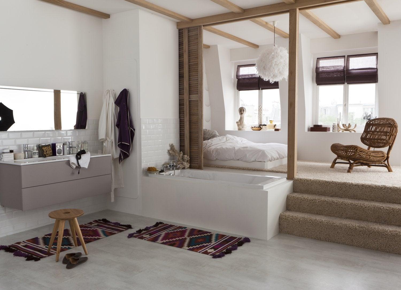 Une salle de bains ouverte sur la chambre simple et for Carrelage adhesif salle de bain avec spot led 10 cm
