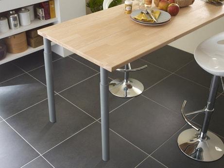 Table de cuisine fabriquée avec un plan de travail