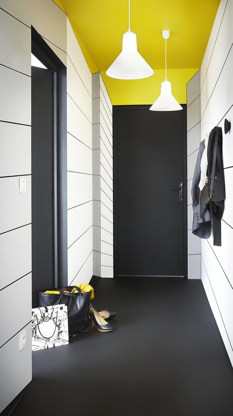 un couloir contrast jaune blanc et noir leroy merlin. Black Bedroom Furniture Sets. Home Design Ideas