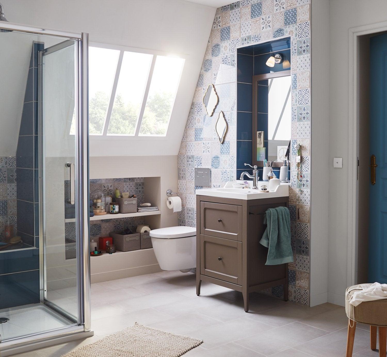 Une salle de bains sous pente dans moins de 4 m leroy merlin - Petite salle de bain sous pente ...