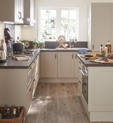 Une cuisine accueillante et pratique