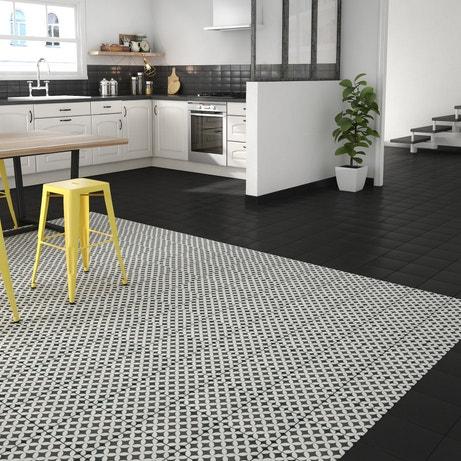 Donner un effet tapis à la cuisine avec un mix de carreaux