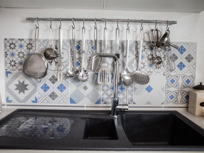 une cr dence effet carreaux de ciment dans la cuisine d 39 alain calais leroy merlin. Black Bedroom Furniture Sets. Home Design Ideas