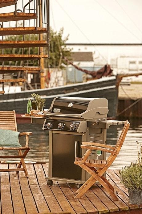 Un barbecue gaz pour cuisiner de belles brochettes