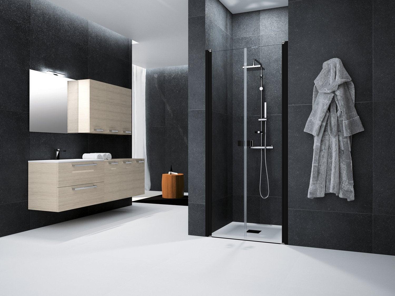 Une salle de bains contemporaine avec son meuble vasque bois et ...