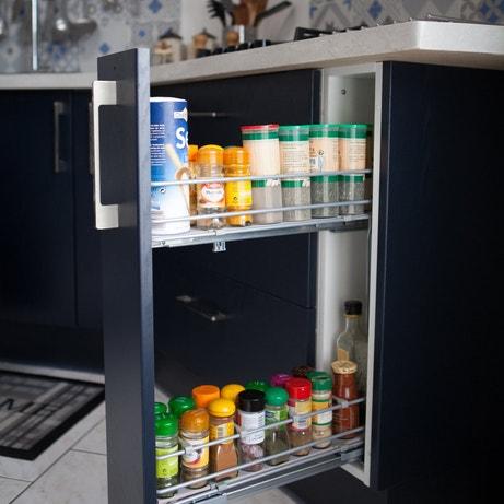 Un tiroir coulissant pour les épices dans la cuisine d'Alain à Calais