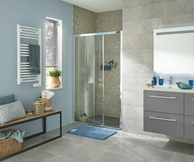 une salle de bains simple et fonctionnelle leroy merlin. Black Bedroom Furniture Sets. Home Design Ideas