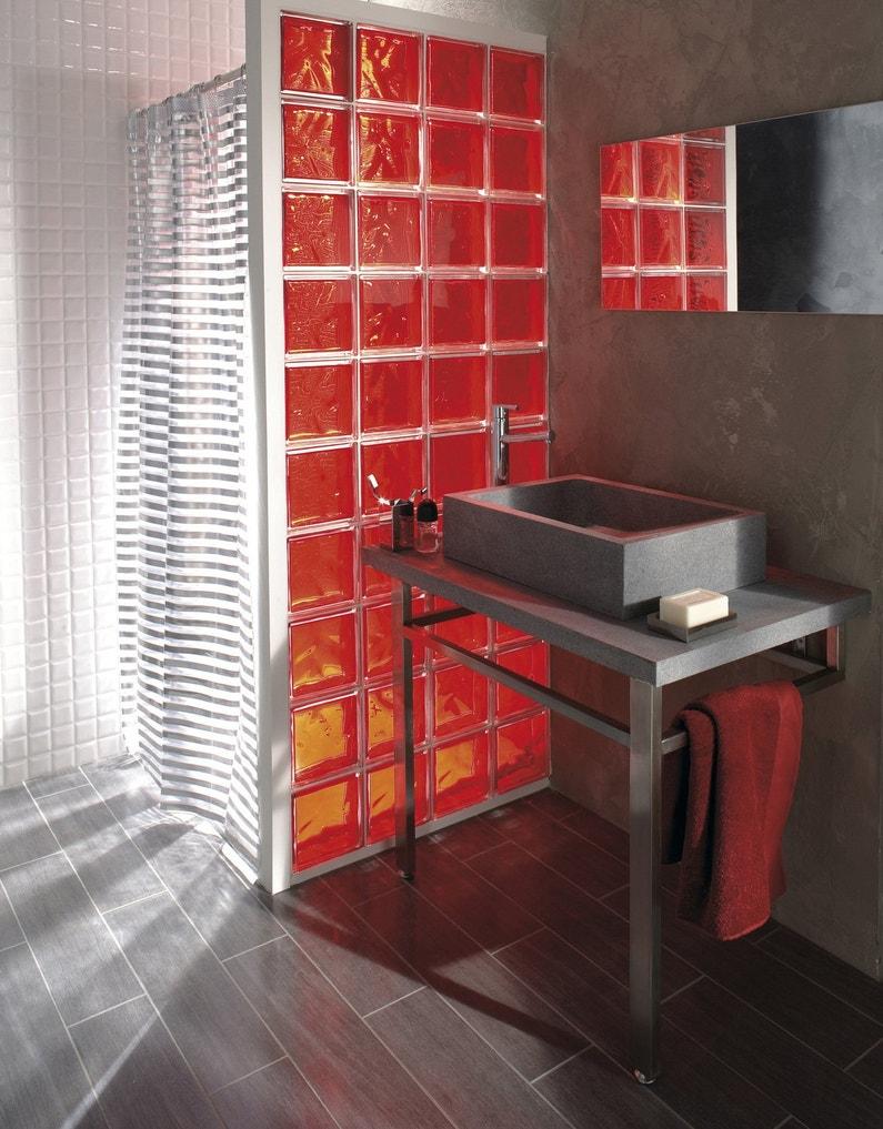 Des briques de verre dans votre salle de bains for Monter un mur en brique de verre salle de bain