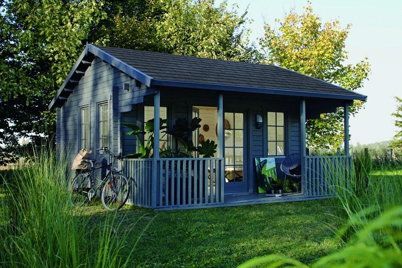 Une grand abri de jardin gris leroy merlin for Grand abri de jardin