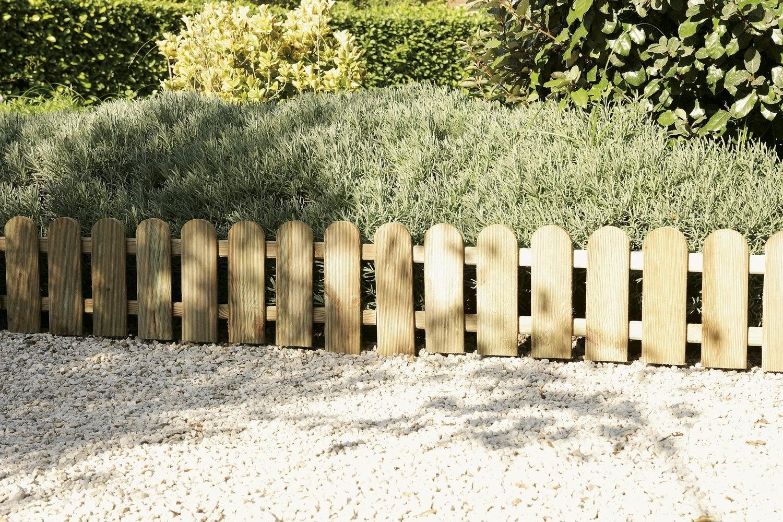 bordure en bois pour une jolie retenue de terre leroy merlin. Black Bedroom Furniture Sets. Home Design Ideas