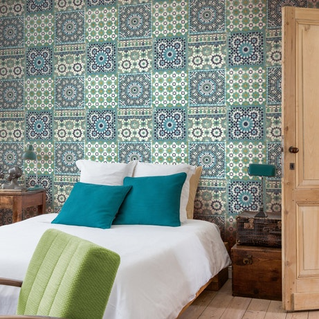 Donner un style marocain à votre chambre avec ce papier epint à motifs orientaux bleus
