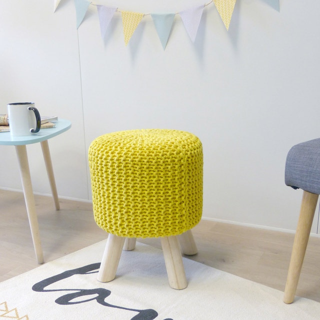 pouf tricot jaune pouf en tricot rond jaune achat vente. Black Bedroom Furniture Sets. Home Design Ideas