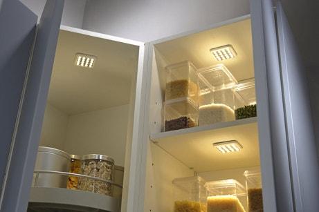 Des spots pour éclairer l'intérieur des meubles de cuisine