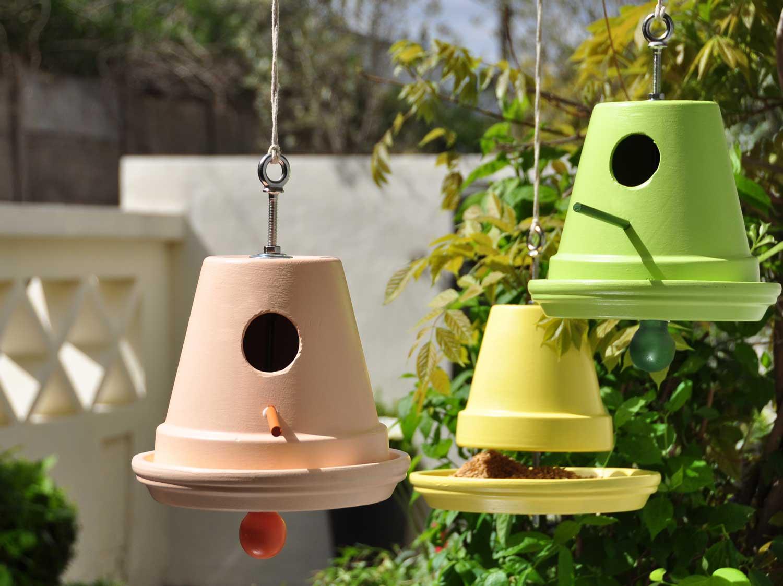 Diy transformer des pots de fleurs en nichoirs mangeoires leroy merlin - Pot de fleur lumineux leroy merlin ...