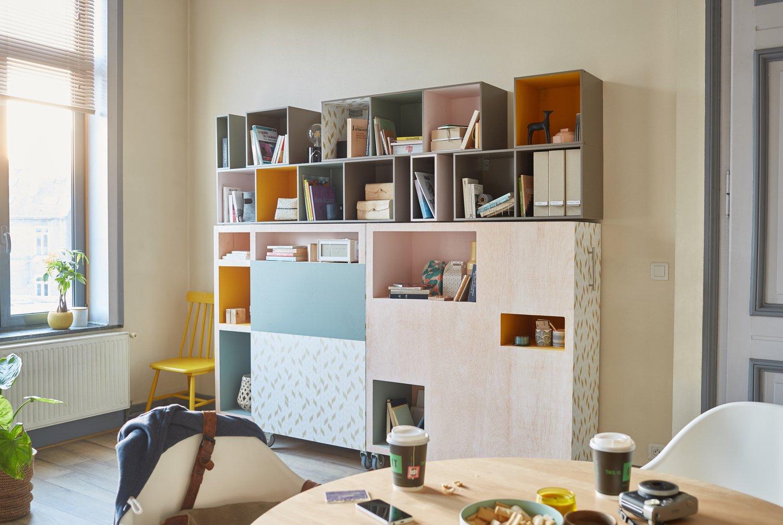 une tag re multicolore pour gagner de la place leroy merlin. Black Bedroom Furniture Sets. Home Design Ideas