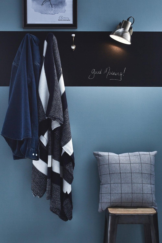 Une Frise De Peinture Ardoise Sur Un Mur Bleu Pour Un Style