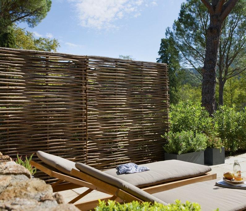 un brise vue pour une bulle ciel ouvert. Black Bedroom Furniture Sets. Home Design Ideas