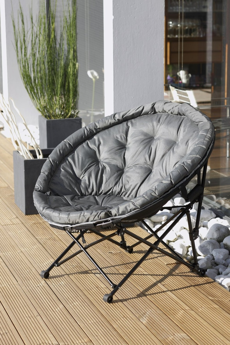 un fauteuil moon pour la terrasse leroy merlin. Black Bedroom Furniture Sets. Home Design Ideas