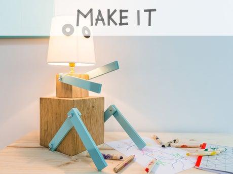 DIY : Créer une lampe robot en cubes de bois