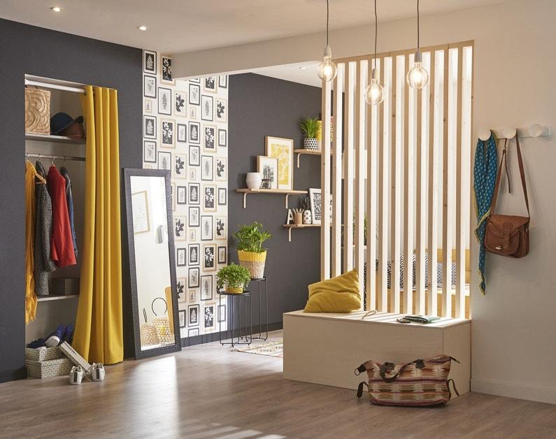 un l gant rideau jaune pour cloisonner un espace rangement dans une ambiance scandinave leroy. Black Bedroom Furniture Sets. Home Design Ideas