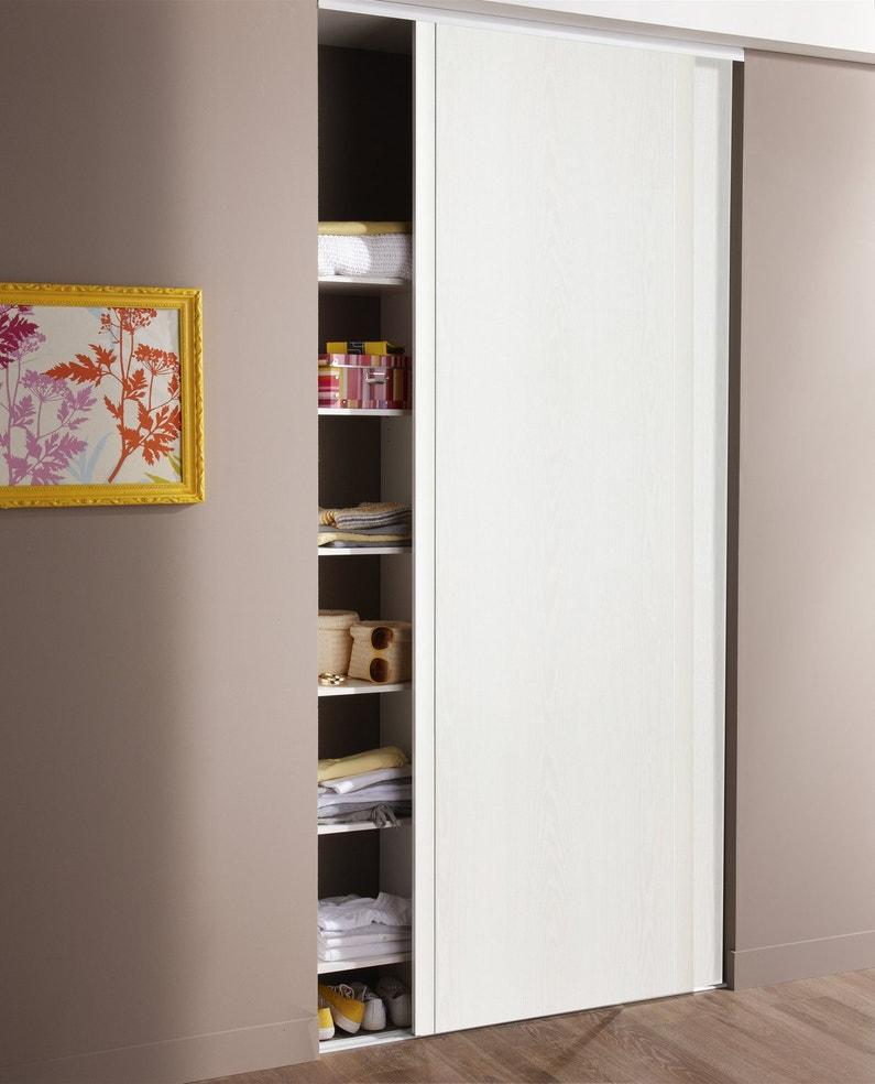 Un placard dans le salon leroy merlin for Porte de placard dans un salon