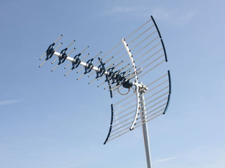 Comment installer une antenne tv terrestre ext rieure for Antenne fait maison