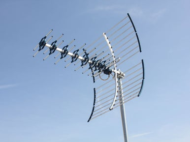 Installer une parabole ou une antenne tv leroy merlin for Regler son antenne satellite