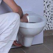 Comment remplacer un WC à poser par un WC suspendu ?