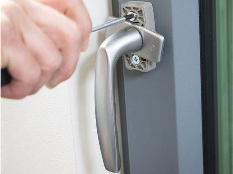 Quincaillerie de la porte quincaillerie s curit for Changer poignee de porte