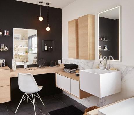 Une salle de bains pratique et confortable