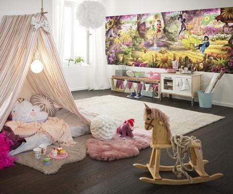 Chambre de petite fille avec une fresque de la Fée Clochette