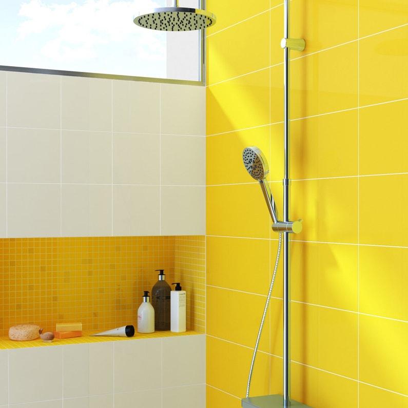 habiller les murs de la douche avec du carrelage jaune yuzu leroy merlin. Black Bedroom Furniture Sets. Home Design Ideas