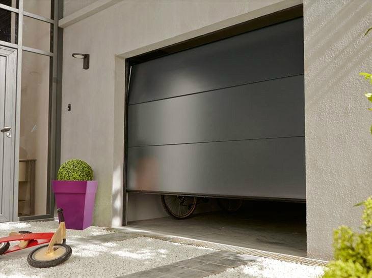Portes de garage sur mesure sous haute surveillance leroy merlin - Leroy merlin porte garage sectionnelle ...