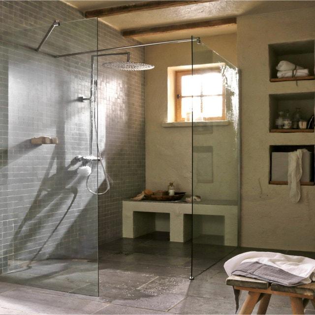 Salle de bains gris et bois sous les combles de c cile for Paroi de douche sous comble