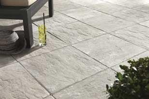 Bien choisir sa terrasse en b ton ou en pierre leroy merlin - Terrasse en pierre reconstituee ...