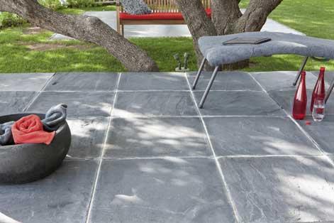 Bien choisir sa terrasse en b ton ou en pierre leroy merlin for Pose d une moquette