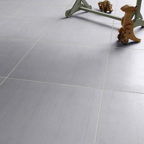 Un carrelage carré gris clair doux
