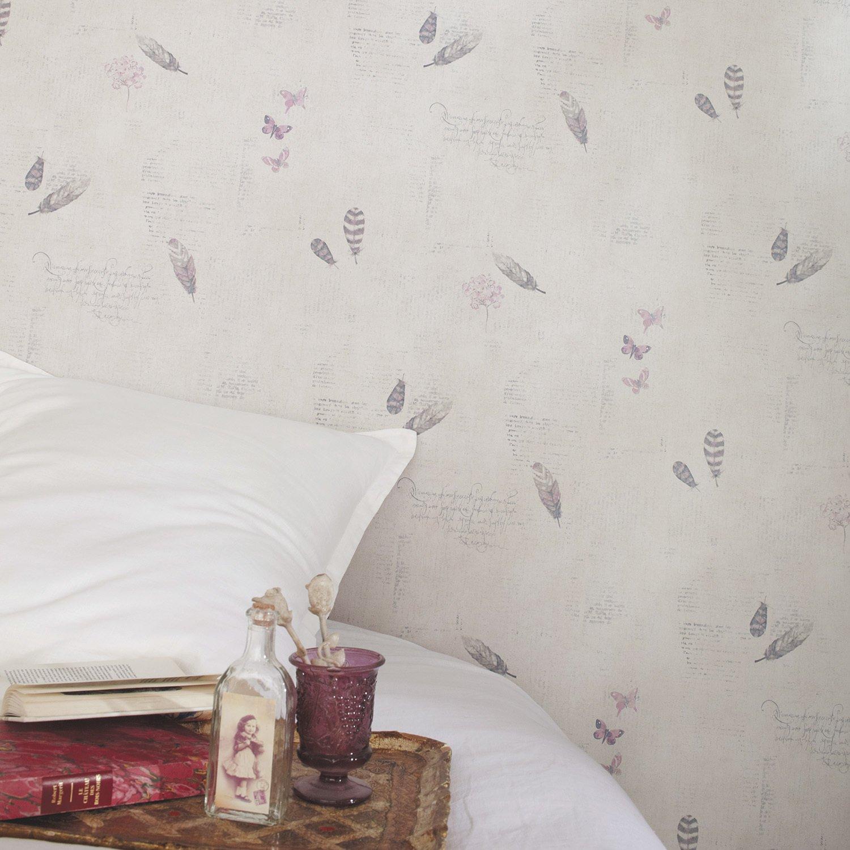 un charme romantique avec ce papier peint manuscrit et papillons leroy merlin. Black Bedroom Furniture Sets. Home Design Ideas