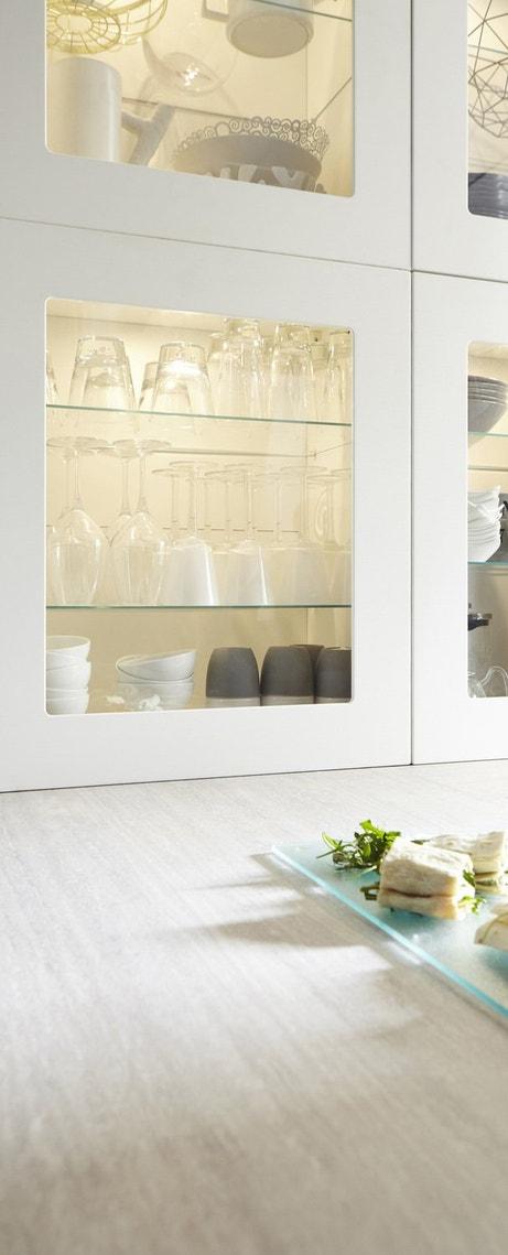 Une porte vitrée pour contempler votre vaisselle