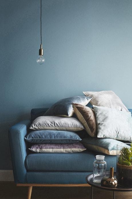 Un coin cosy dans le salon tout en bleu