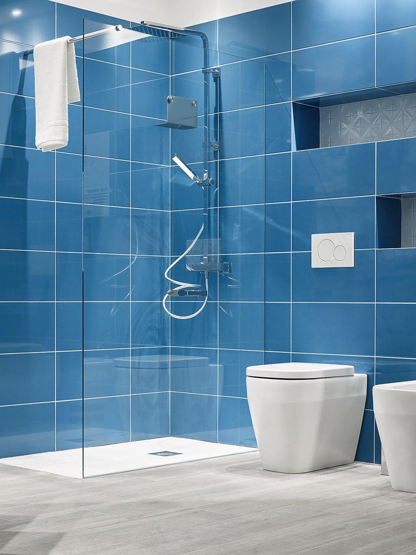 Du carrelage bleu dans la salle de bains | Leroy Merlin