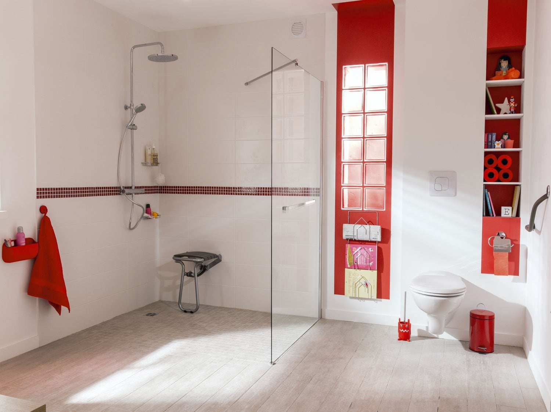 Accessibilité Et Sécurité De La Salle De Bains Leroy Merlin - Salle de bain handicape