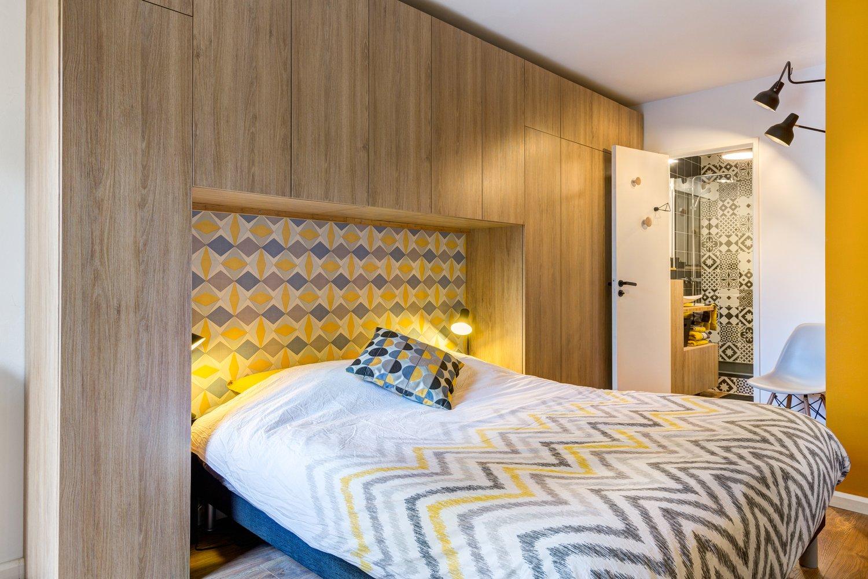 Porte En Tete De Lit un rangement en tête de lit dans la chambre d'audrey à jouy