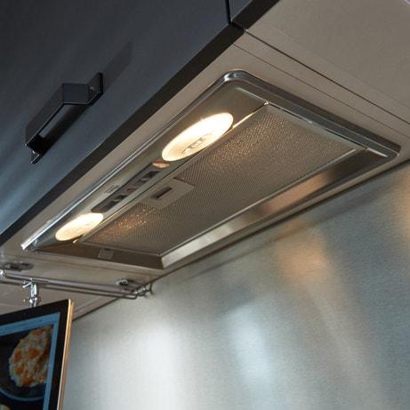 Combinez le pouvoir aspirant de la hotte et l'éclairage de la zone de cuisson