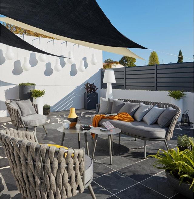 un patio agr able et tr s d co leroy merlin. Black Bedroom Furniture Sets. Home Design Ideas