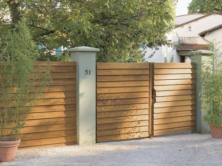 Un portail bois qui a reçu un traitement sans aucun produit chimique.