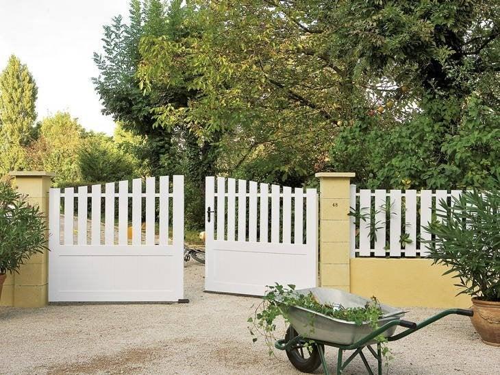 Un portail semi-plein, qui sert de transition entre l'habitat et l'extérieur.