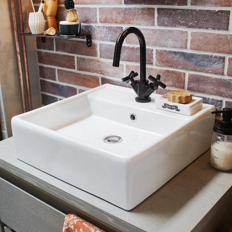 Une vasque en céramique à poser