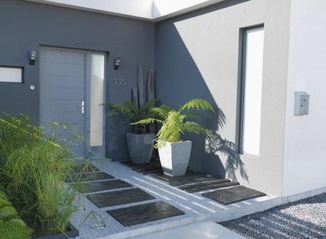 Une entrée de maison moderne